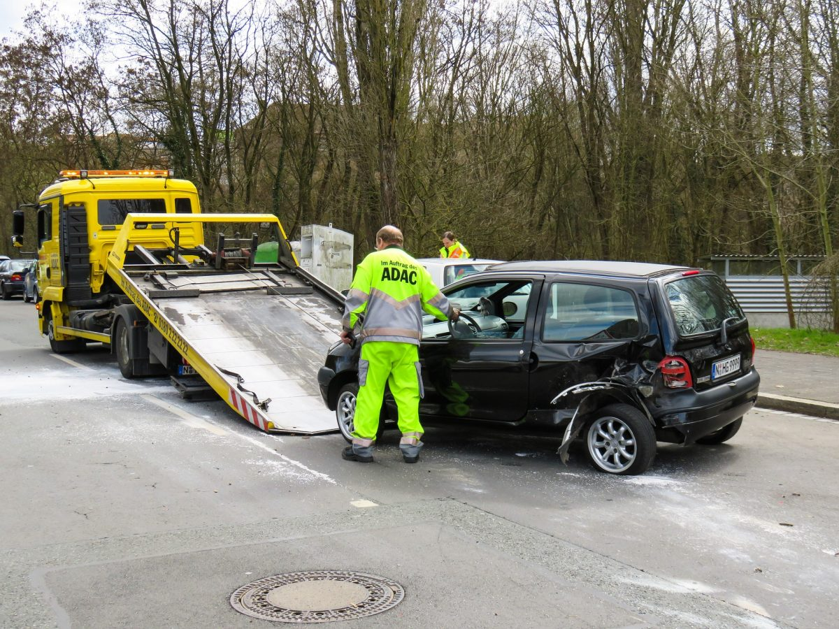 4 Crucial Tips for Safe Towing Operations